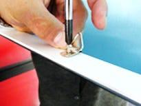 パネル用転倒防止フックの取り付け方法1