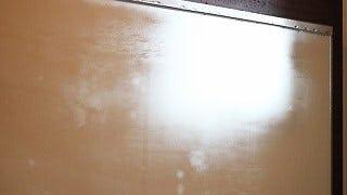 白く曇っている鏡