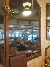 グレーミラー 喫茶店の壁面装飾
